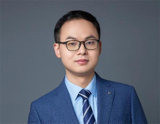 """对话近一年股基冠军郑泽鸿:""""择""""能源革新之机 展核心制造""""鸿""""图"""