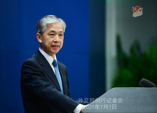 汪文斌答问中美关系:中国发展进步靠的不是谁的恩赐施舍
